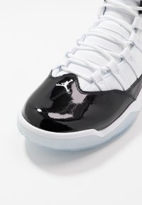 Jordan - MAX AURA - Korkeavartiset tennarit - black/white - 5