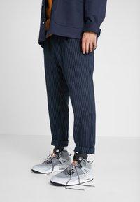 Jordan - SPIZIKE  - Chaussures de skate - cool grey/black/wolf grey/pure platinum/white/total orange - 0