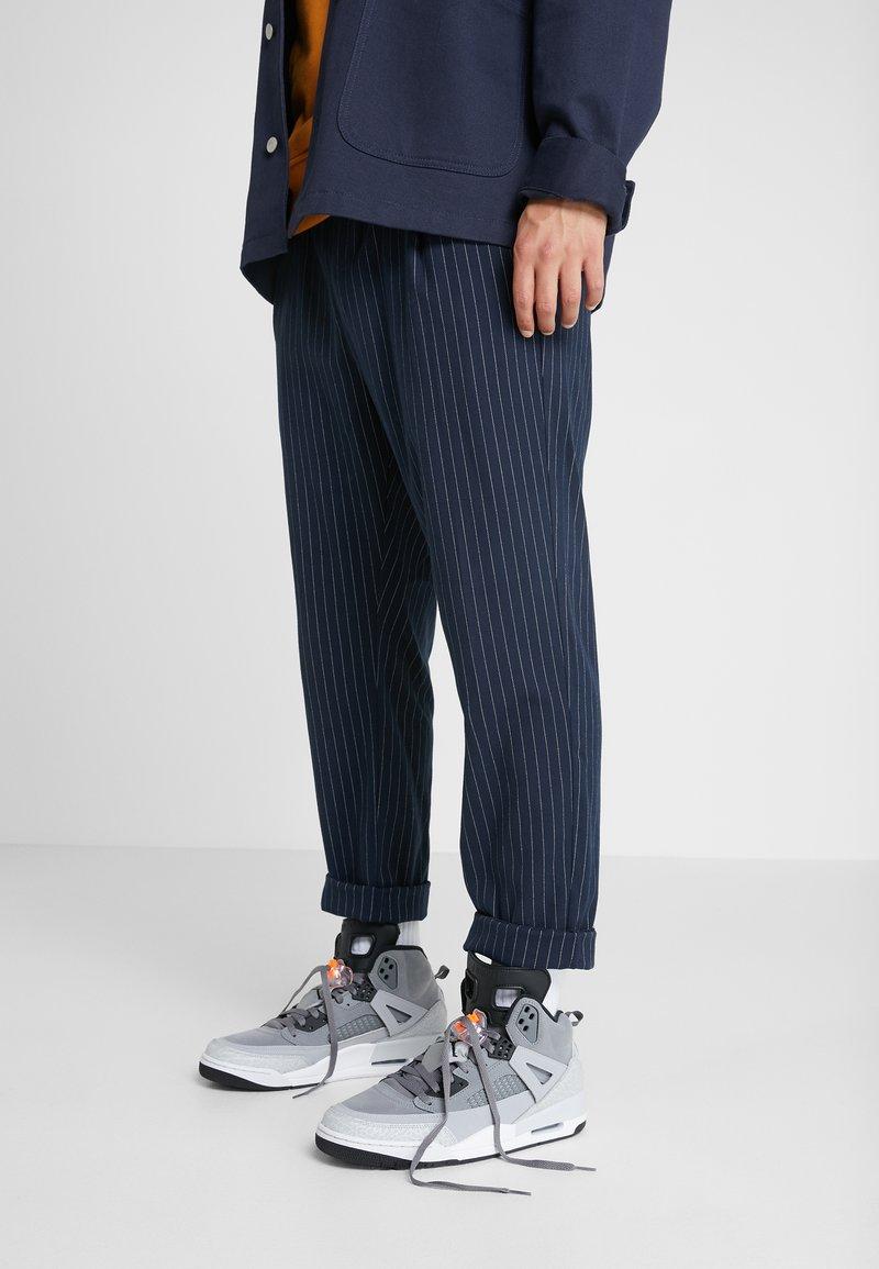 Jordan - SPIZIKE  - Chaussures de skate - cool grey/black/wolf grey/pure platinum/white/total orange