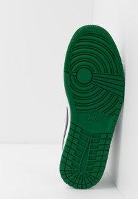 Jordan - AIR 1 - Sneakers - pine green/black/white - 4