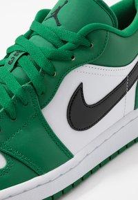 Jordan - AIR 1 - Sneakers - pine green/black/white - 5