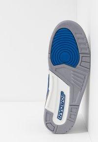 Jordan - AIR LEGACY 312 - Sneakers laag - black/game royal/white/team orange - 4