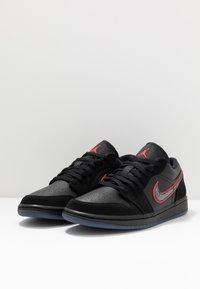 Jordan - AIR 1 SE - Trainers - black/red orbit - 2