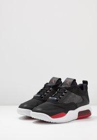 Jordan - MAX 200 - Matalavartiset tennarit - black/gym red/white - 2
