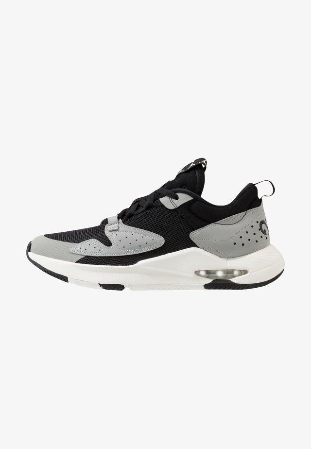 AIR CADENCE - Sneakersy niskie - black/sail/light smoke grey/dark smoke grey/gym red