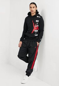 Jordan - DIAMOND CEMENT PANT - Spodnie treningowe - black/gym red - 1