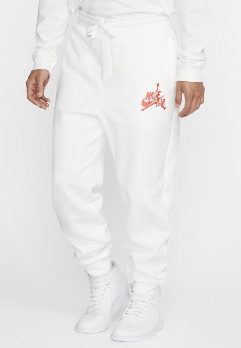 Jordan - JUMPMAN CLASSICS - Træningsbukser - white/red