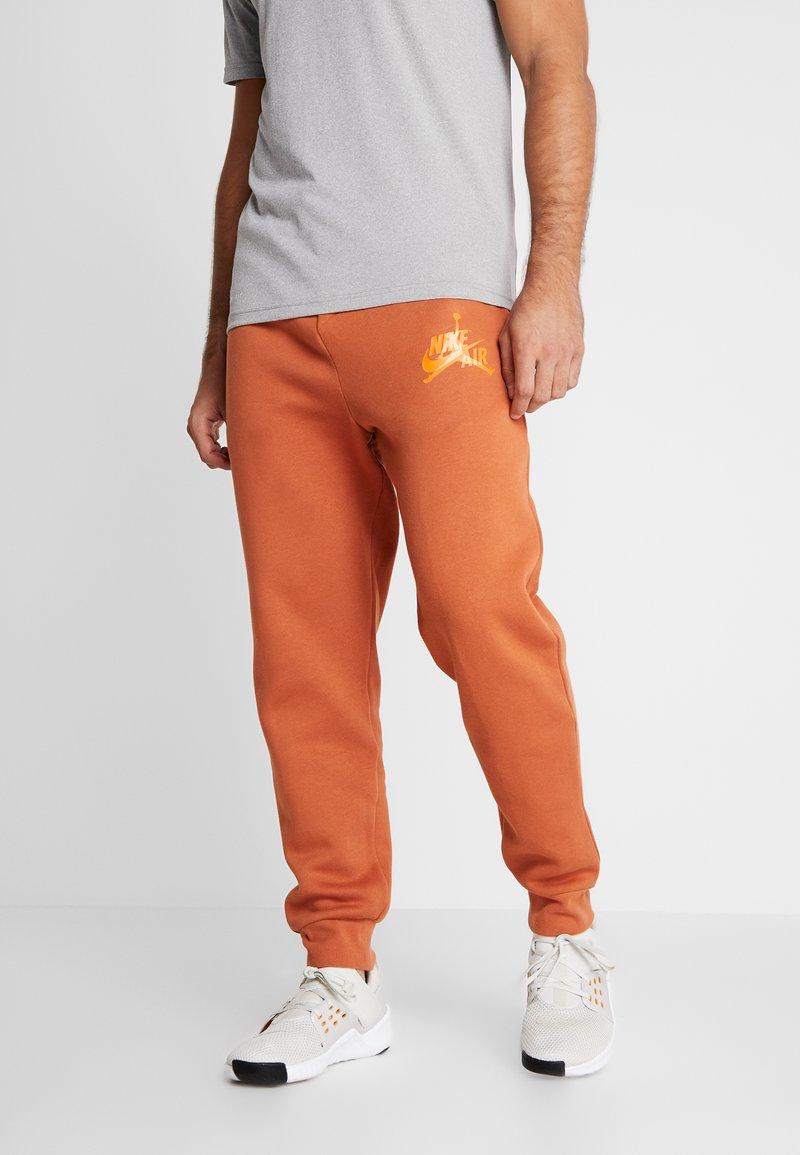 Jordan - JUMPMAN CLASSICS - Pantalon de survêtement - dark russet/starfish/orange trance