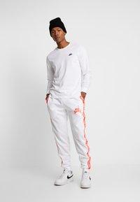 Jordan - TRICOT WARMUP PANT - Pantalones deportivos - white - 1