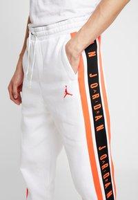 Jordan - AIR GRADIENT PANT - Joggebukse - white/ infrared - 4