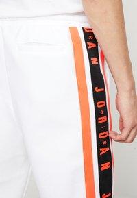 Jordan - AIR GRADIENT PANT - Joggebukse - white/ infrared - 6