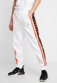 Jordan - AIR GRADIENT PANT - Joggebukse - white/ infrared - 0