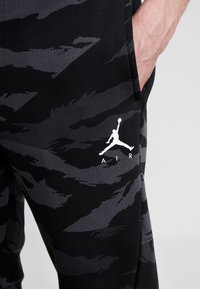 Jordan - JUMPMAN PANT - Pantalon de survêtement - black/anthracite/white - 4