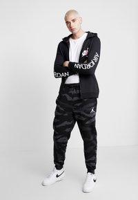 Jordan - JUMPMAN PANT - Pantalon de survêtement - black/anthracite/white - 1
