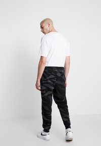 Jordan - JUMPMAN PANT - Pantalon de survêtement - black/anthracite/white - 2