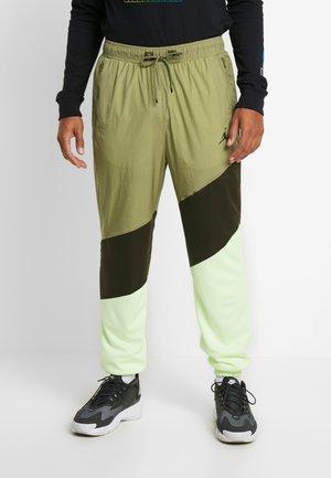 WINGS DIAMOND PANT - Teplákové kalhoty - thermal green/sequoia