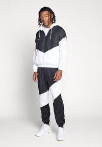 Jordan - WINGS DIAMOND PANT - Verryttelyhousut - black/white - 1