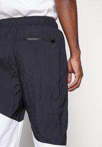 Jordan - WINGS DIAMOND PANT - Spodnie treningowe - black/white - 5