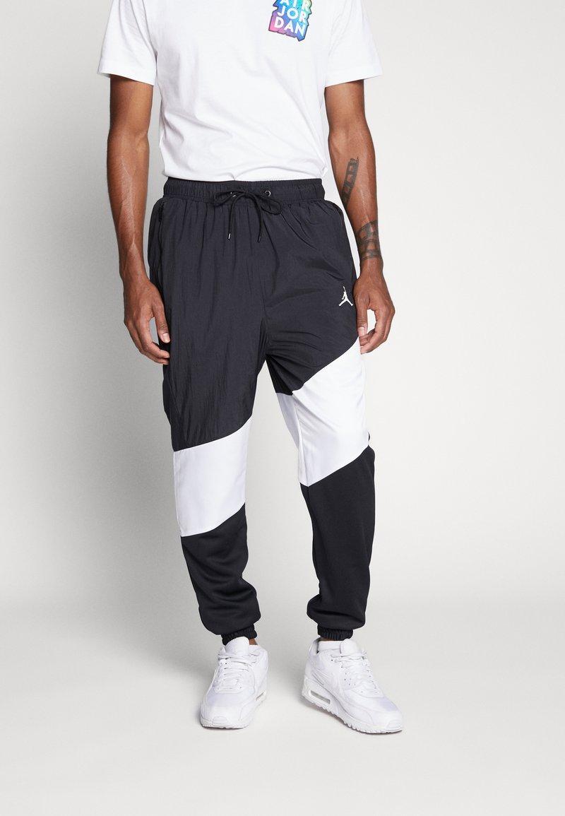 Jordan - WINGS DIAMOND PANT - Verryttelyhousut - black/white