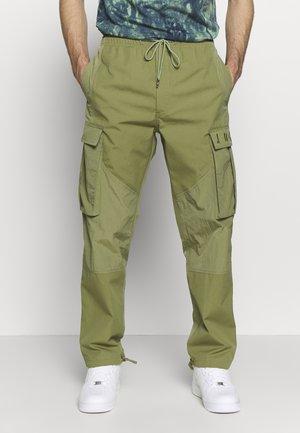 PANT - Pantalones cargo - thermal green
