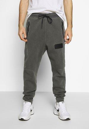 PANT - Pantalones deportivos - black/infrared