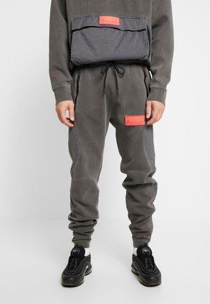 PANT - Tracksuit bottoms - black/infrared