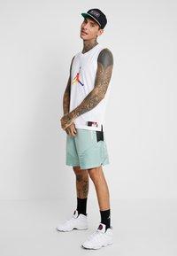 Jordan - Pantalones deportivos - quartz/black/luminous green - 1