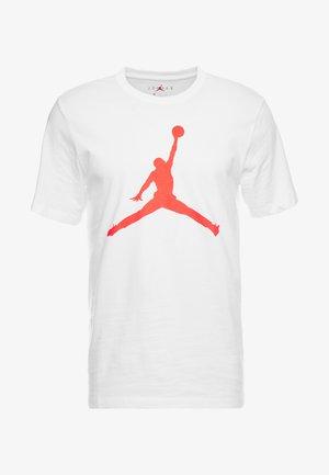 M J JM SS CREW - Camiseta estampada - white/infrared