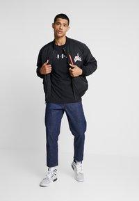 Jordan - AIR CREW - T-shirt med print - black/white - 1