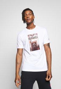 Jordan - CHIMNEY - T-shirt con stampa - white - 0