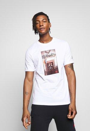 CHIMNEY - T-shirt con stampa - white