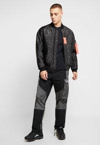 Jordan - STICKER MASH CREW - T-shirt con stampa - black - 1