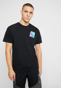 Jordan - STICKER MASH CREW - T-shirt con stampa - black - 0