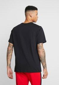 Jordan - JUMP CREW - T-shirt med print - black/gym red - 2