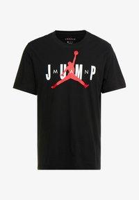 Jordan - JUMP CREW - T-shirt med print - black/gym red - 3