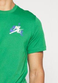 Jordan - JUMPMAN GRAPHIC  - T-shirt z nadrukiem - green - 5