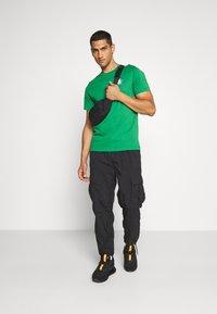Jordan - JUMPMAN GRAPHIC  - T-shirt z nadrukiem - green - 1