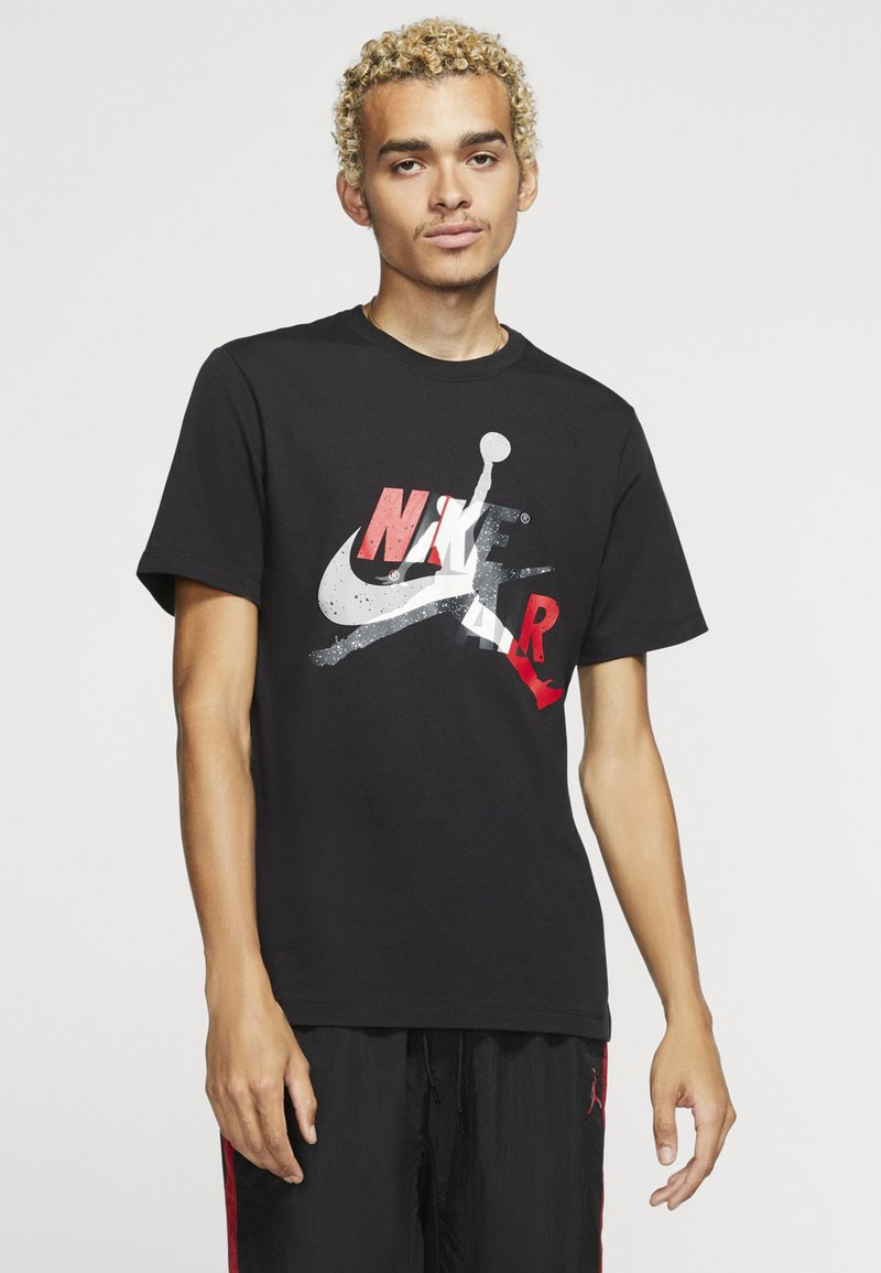 Jordan - M J JM CLASSICS  - T-shirt con stampa - black/gym red