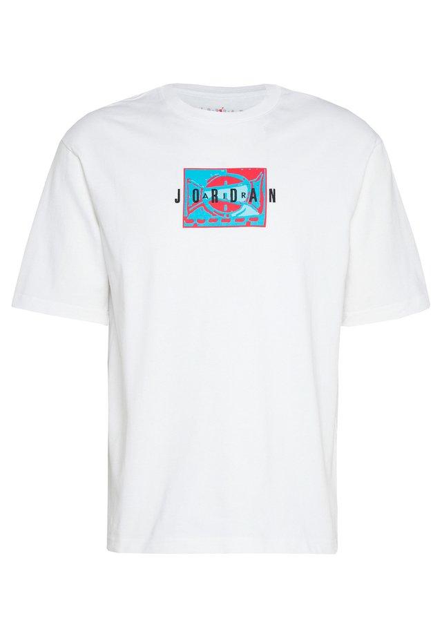 Jordan Sport DNA Kurzarm-Rundhalsshirt für Herren - T-Shirt print - white/black