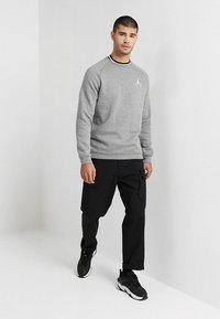 Jordan - JUMPMAN CREW - Sweatshirt - carbon heather/white - 1