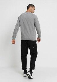Jordan - JUMPMAN CREW - Sweatshirt - carbon heather/white - 2