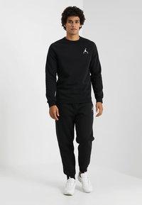 Jordan - JUMPMAN CREW - Sweatshirt - black - 1