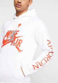 Jordan - JUMPMAN CLASSICS - Hoodie - white/infrared/metallic silver - 4