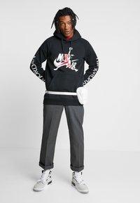 Jordan - JUMPMAN CLASSICS - Hoodie - black - 1