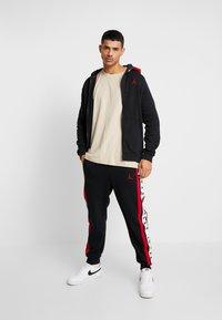 Jordan - AIR GRADIENT - veste en sweat zippée - black/white/gym red - 1