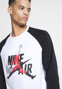 Jordan - JUMPMAN CREW - Sweatshirt - white/black - 4
