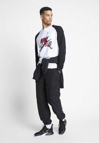 Jordan - JUMPMAN CREW - Sweatshirt - white/black - 1