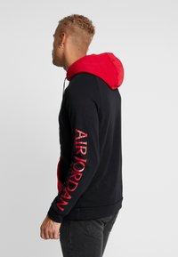 Jordan - JUMPMAN - Hoodie - black/black/gym red - 2