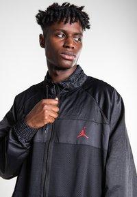 Jordan - WINGS SUIT  - Trainingsvest - black/gym red - 3
