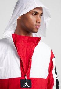 Jordan - WINGS WINDWEAR JACKET - Windbreaker - white/gym red/black/ - 5